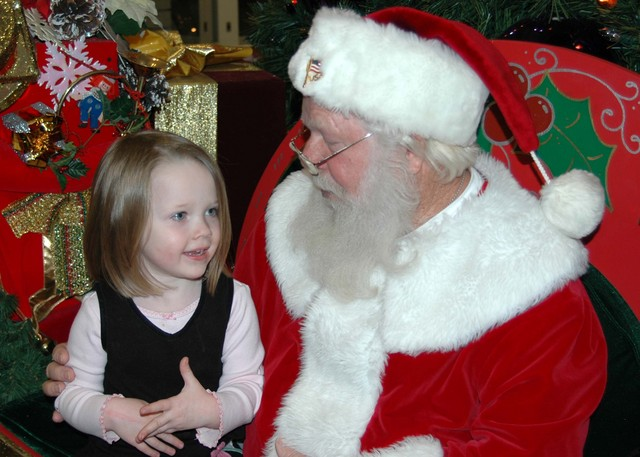 http://littleblakebook.blogs.com/photos/uncategorized/webmallsanta.jpg
